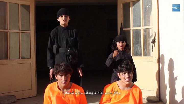 Imagini uluitoare făcute publice de ISIS. Mai mulți copii erau puși să execute prizonieri