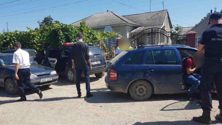 PERCHEZIŢII DE AMPLOARE în nordul ţării. Trei braconieri şi traficanţi de droguri reţinuţi