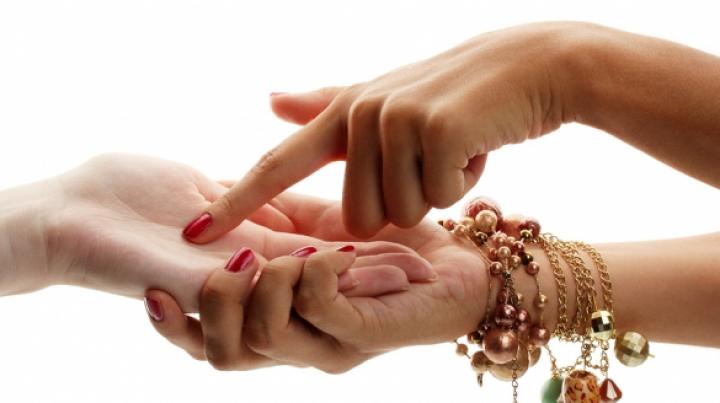 Chiromanţie: Forma şi lungimea degetului mic trădează detalii inedite
