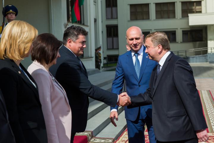 Întrevedere promiţătoare: Pavel Filip şi premierul belarus, Andrei Kobeacov, stabilesc noi relaţii de cooperare