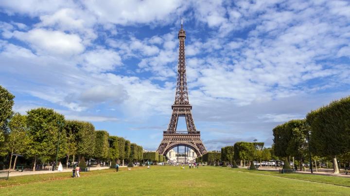TEROARE la Londra. Luminile în Turnul Eiffel vor fi stinse duminică seara în memoria victimelor