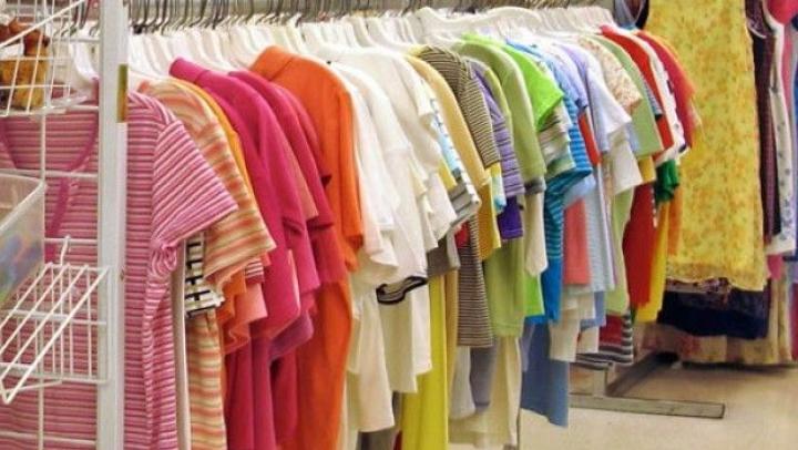 Îmbrăcămintea sintetică ne pune în pericol sănătatea. Vezi cele mai grave consecințe