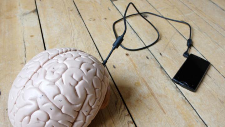 STUDIU: Care este impactul smartphone-ului asupra creierului nostru