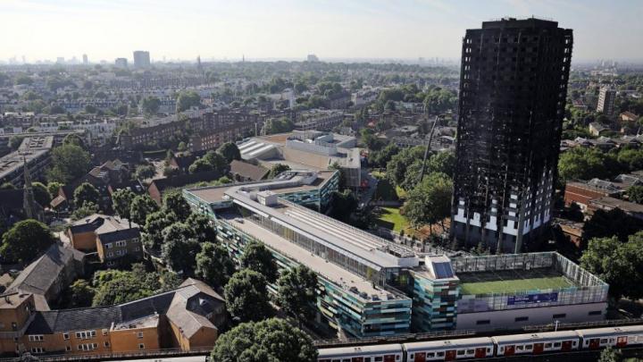 Incendiu la Londra. Izolaţia folosită la Grenfell Tower este INTERZISĂ în Marea Britanie