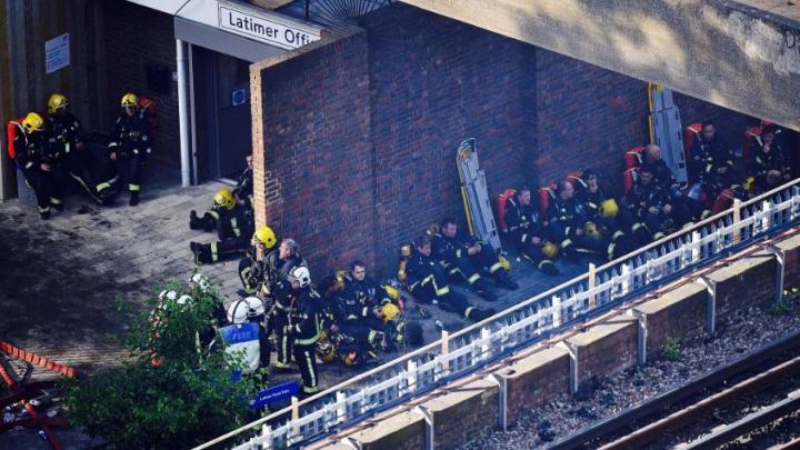 INCENDIU DEVASTATOR la Londra: 12 persoane şi-au pierdut viaţa, alte 70 sunt internate în spitale (FOTO/VIDEO)