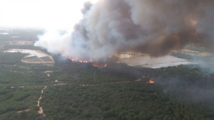 Spania: Peste 1.500 de persoane evacuate după ce un parc natural a luat foc