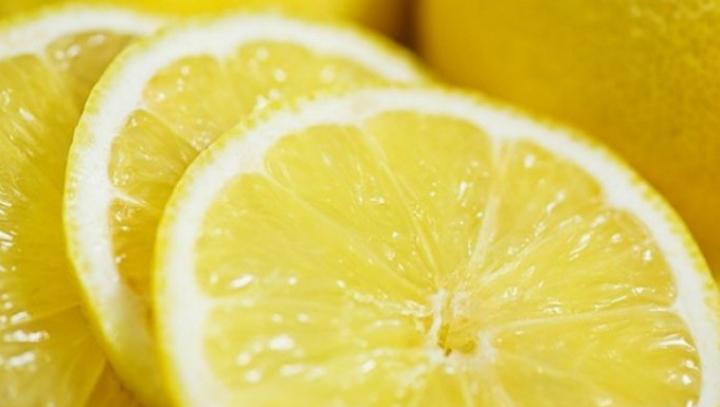 Elixir pentru sănătate: Ce se întâmplă dacă fierbi 2 lămâi timp de 5 minute