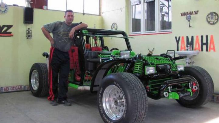 Un bărbat și-a construit singur o mașină, cântărește 800 de kg (FOTO)
