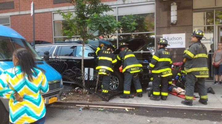 O maşină a intrat în mulţime la New York! Cel puţin zece persoane au fost rănite