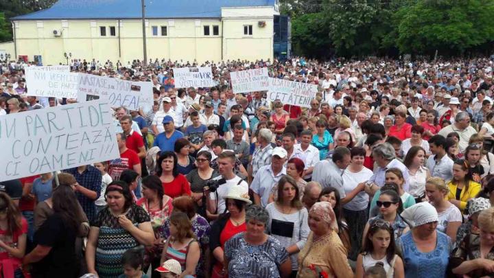 MITING DE AMPLOARE în nordul ţării. 11 mii de oameni au ieşit în stradă pentru a susţine votul mixt