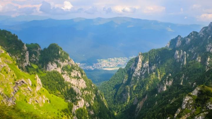 Un turist a murit după ce a căzut într-o prăpastie în Masivul Bucegi