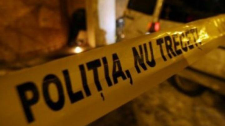 Moarte învăluită în mister la Cărpineni. Un bărbat a fost găsit mort după ce a chefuit cu prietenii