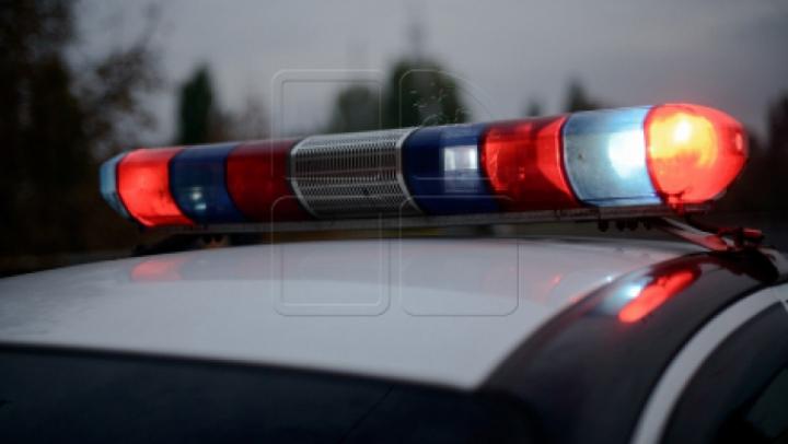 A luat-o la fugă când a văzut Poliţia. Ce au depistat oamenii legii în geanta unui tânăr din Capitală