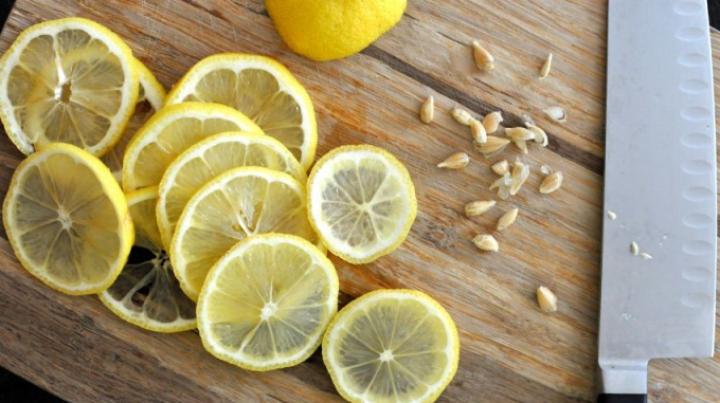 De ce nu trebuie să arunci sâmburii şi coaja fructelor