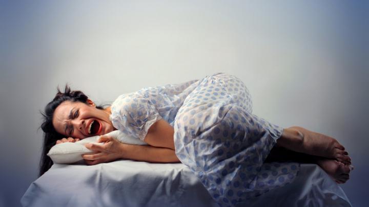 Dormim tot mai puţine ore! Specialiştii avertizează despre RISCURILE la care ne supune lipsa de odihnă