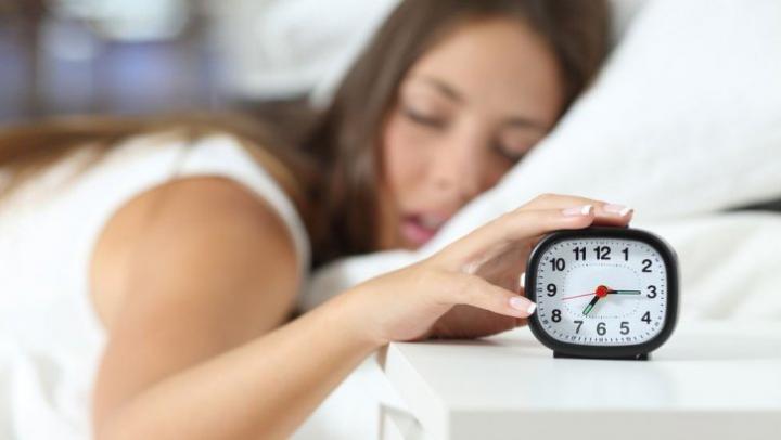 Cercetătorii au răspuns la întrebarea: Cât trebuie să dormi pentru a fi fericit