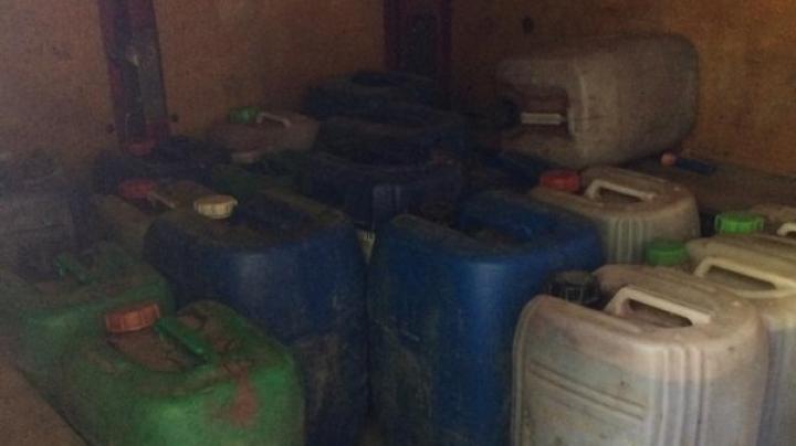 Peste 380 de litri de vin, fără acte de provenienţă, au fost confiscate de poliţiştii de frontieră