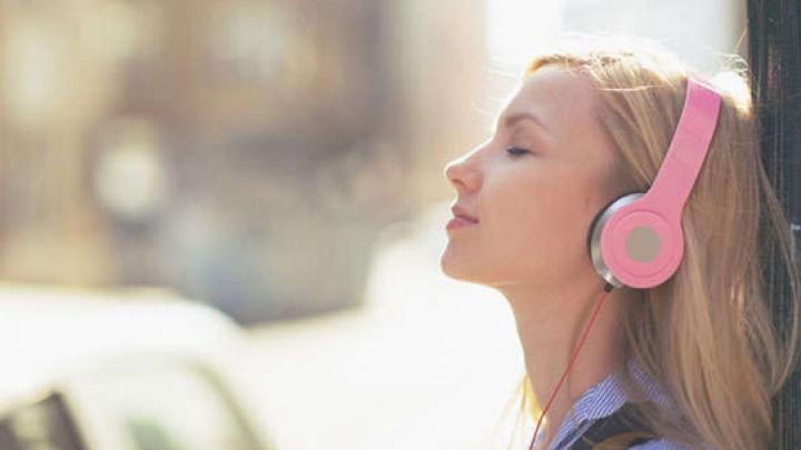 Efectele uimitoare ale muzicii. Știința a dovedit că meloterapia răspunde nevoilor fizice