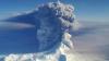 Alertă aviatică. Un vulcan a ERUPT: norul de fum se ridică la 9 km deasupra mării