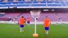Foştii jucători ai Barcelonei s-au distrat pe stadionul Camp Nou