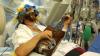 Intervenție neobișnuită în India. Un bărbat a cântat la chitară în timp ce era operat pe creier (VIDEO)