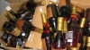 Butelii cu alcool contrafăcut descoperite în două garaje din sectorul Buiucani. Ce riscă bănuiții