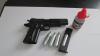 O armă și 430 de pachete de țigări, ridicate de angajații postului vamal Sculeni și Cahul