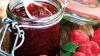 Muncesc vara, ca să aibă vitamine iarna: În această perioadă, moldovenii pregătesc gem de caise, zmeură şi coacăză