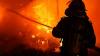 """INCENDIUL DE PROPORŢII de lângă Chişinău: Oamenii spun că focul a fost provocat intenționat. """"ERA STRAŞNIC!"""""""