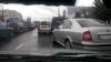 Pe lângă faptul că a fost la un pas să provoace un accident rutier, un şofer a demonstrat şi cât este de educat (VIDEO)