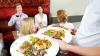 STUDIU: 6 lucruri care îţi influenţează comanda la restaurant