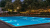 Vara nu se dă dusă, iar oamenii profită de vremea frumoasă: merg la piscină, se bălăcesc şi se bronzează