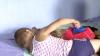 Doi copii din Bulboaca umblă DEZBRĂCAŢI şi FLĂMÂNZI, după ce mama alcoolică I-A PĂRĂSIT