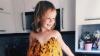 #LifeStyle: La vârsta de 3 ani este deja modelă! O fetiţă pozează în rochiţe din flori, fructe şi legume