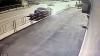 CLIPE DE GROAZĂ! Un motociclist intră în plin într-un microbuz, apoi este lovit de un alt automobil (VIDEO 18+)