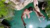 Impresionant! Doi mexicani au efectuat sărituri de pe o stâncă din Riviera Maya