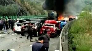 Accident grav pe o autostradă din estul Chinei, urmat de o explozie (VIDEO)