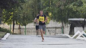 Viitorii studenţi ai Academiei Militare, printre care şi domnişoare, au susţinut testele la pregătirea fizică (FOTO)
