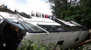 ACCIDENT GROAZNIC: Morţi şi răniţi, după ce un autocar s-a prăbușit într-o prăpastie