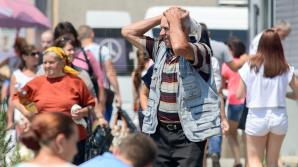 Căldură sufocantă MÂINE. Meteorologii anunţă maxime de 34 de grade Celsius LA UMBRĂ