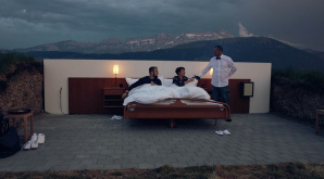 O adevărată atracţie turistică. Un hotel, amplasat la o înălţime de circa 2.000 de metri şi este în aer liber