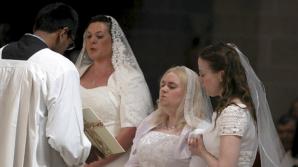 Cea mai neobișnuită nuntă! Trei femei din SUA s-au căsătorit cu Iisus