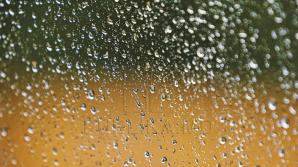 Vin ploile. Meteorologii anunță ploi cu descărcări electrice
