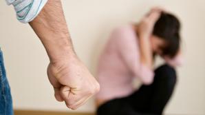700 de ordine de restricție împotriva agresorilor din familie. Povestea dramatică a unei femei bătute de fiul ei