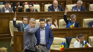 Atmosfera din Parlament la votul pentru schimbarea sistemului electoral în VOT MIXT așa cum a decis majoritatea populației (FOTO)