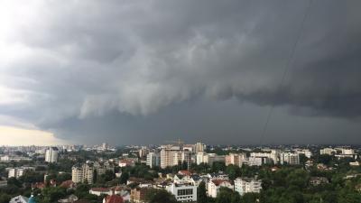 VIN PLOILE peste Moldova! În aproape toată ţara se vor înregistra averse cu descărcări electrice. Serviciul Hidrometeo REFUZĂ să emită vreo avertizare
