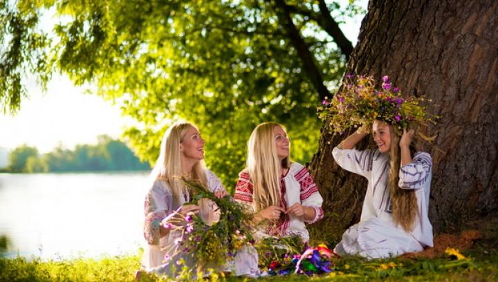 Mare sărbătoare creştină! Ritualuri de Sânziene. Ce fac fetele în această zi