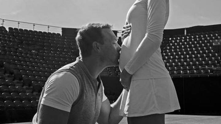 Senzațional! Este însărcinată în 4 luni, dar joacă la Wimbledon