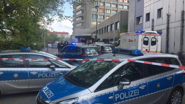 Accident la Berlin, Germania! Un bărbat a intrat în viteză, cu mașina, într-o stație de metrou