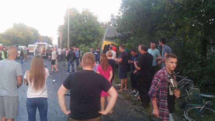 Un autobuz cu moldoveni, implicat într-un GRAV ACCIDENT în Cernăuţi: SUNT RĂNIŢI